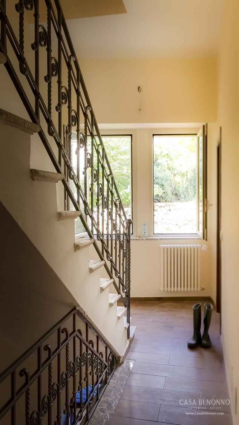 Casa di Nonno - Hallway stairs