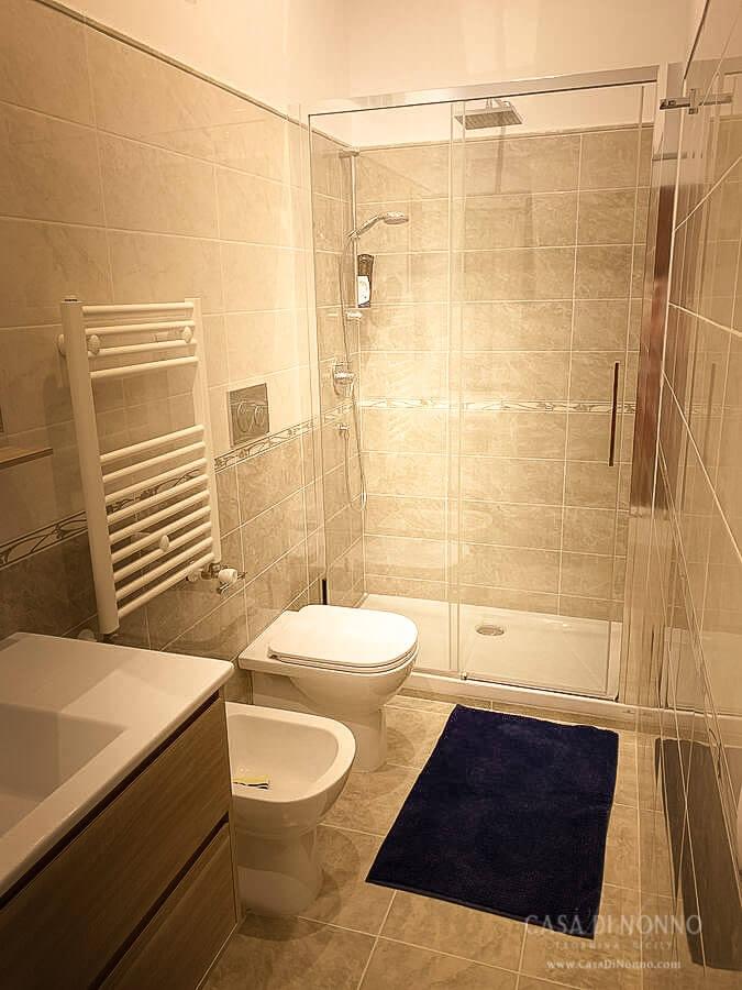 Casa di Nonno - Hall full bath