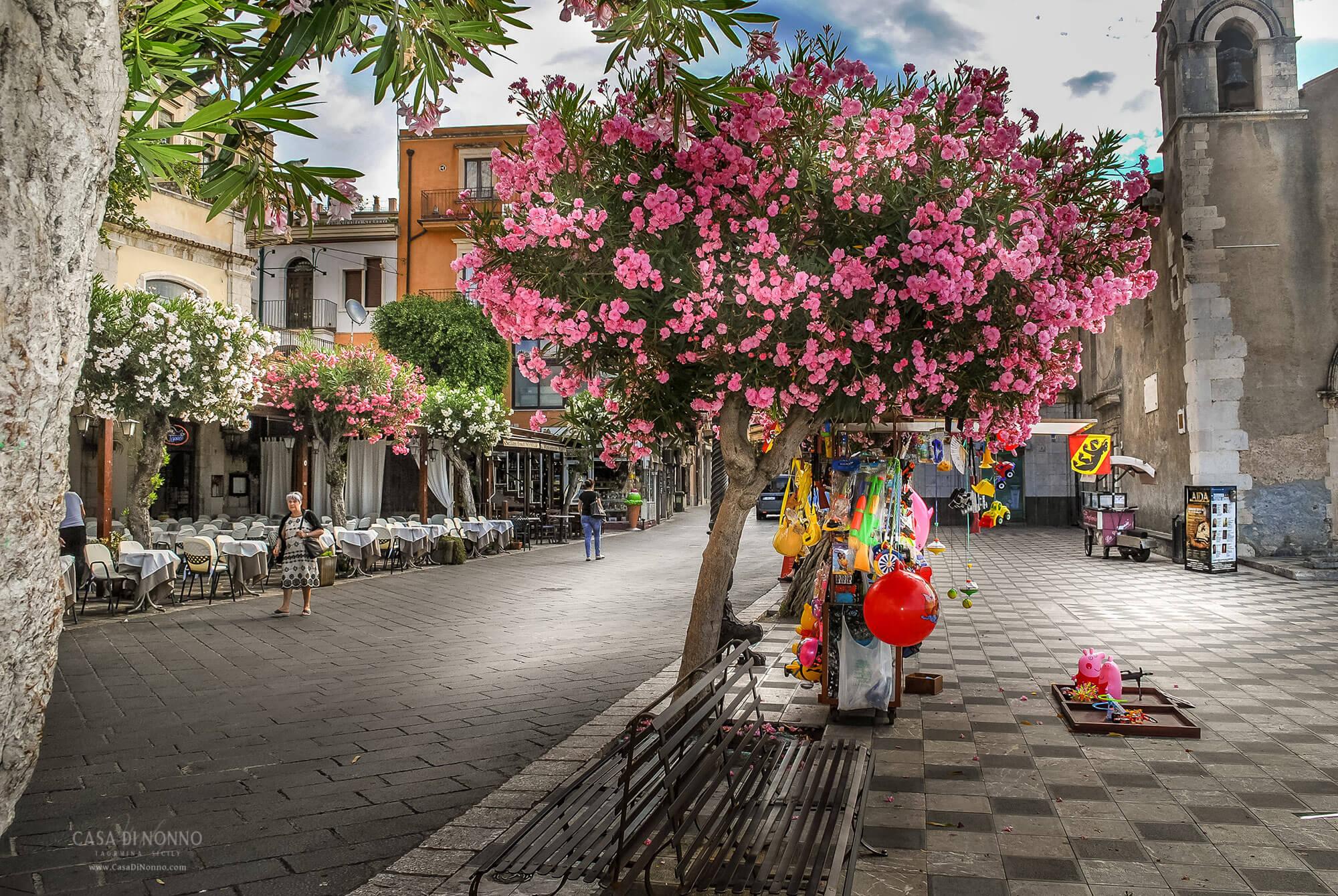 Piazza IX Aprile, Taormina ME Sicily